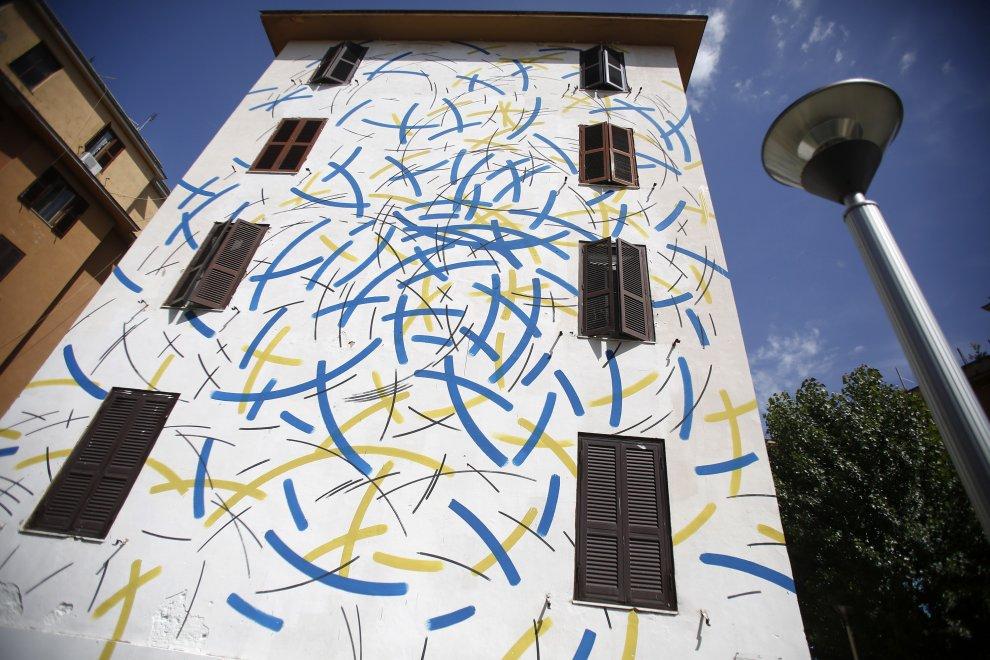Roma, Tor Marancia: ecco i murales sulle case Ater che andranno alla Biennale di Venezia
