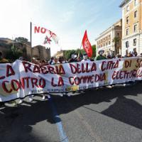 Roma, da Porta Pia all'Esquilino il corteo blindato per il diritto alla