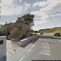 Roma, corpo di una donna trovato semi carbonizzato: la sua auto in fiamme