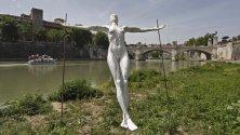 Una scultura  contro il femminicidio