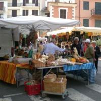 Roma, fermato a Porta Portese per furto, cerca di corrompere i carabinieri