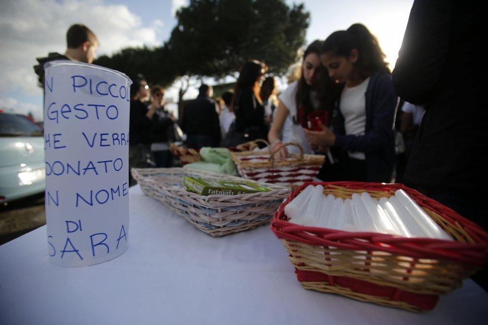 Omicidio Magliana, la marcia silenziosa delle duecento fiaccole in ricordo di Sara