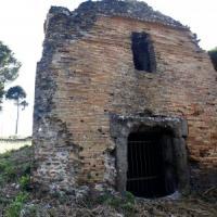 Roma, sull'Appia Antica un mausoleo usato come rifugio per la prostituzione