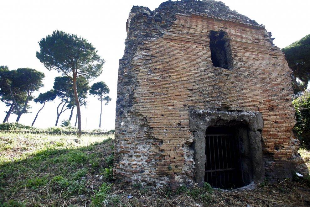 Roma, degrado e prostituzione tra le rovine dell'Appia Antica