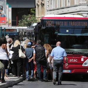 Roma, rallentamenti, ritardi, disagi: metro A e C a servizio ridotto, problemi anche con il tram 8