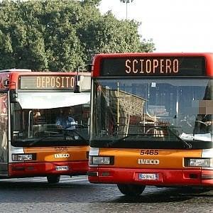 """Trasporti, a Roma sciopero durante la partita dell'Italia. Il sindacato: """"Scelto orario che non crei disagi"""""""