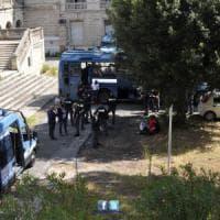 Sedicenne morta al Forlanini, indagine per omicidio. La polizia sgombera l'ex ospedale romano