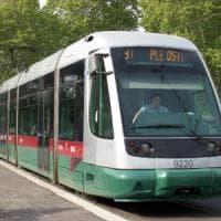 Roma, tram investe un pedone in viale Regina Margherita: grave