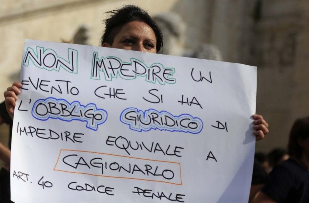 """La chiusura dei centri antiviolenza: """"La sindaca Raggi ci aiuti"""""""