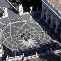 Roma, l'idea dei 5 Stelle: né a destra né a sinistra in Aula, ma divisi sui due lati