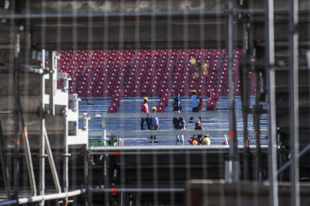 Roma, l'allestimento al Circo Massimo per il concerto di David Gilmour