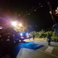 Roma, auto pirata travolge scooter e scappa: due morti e un ferito