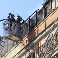 Roma, incendio su terrazzo all'Esquilino: disagi al traffico