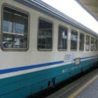 Ritardi sulla Roma-Lido: treni in partenza ogni 30 minuti. I passeggeri: