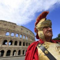 """Roma, centurioni e risciò assalto alla città antica: """"Ordinanza scaduta"""""""