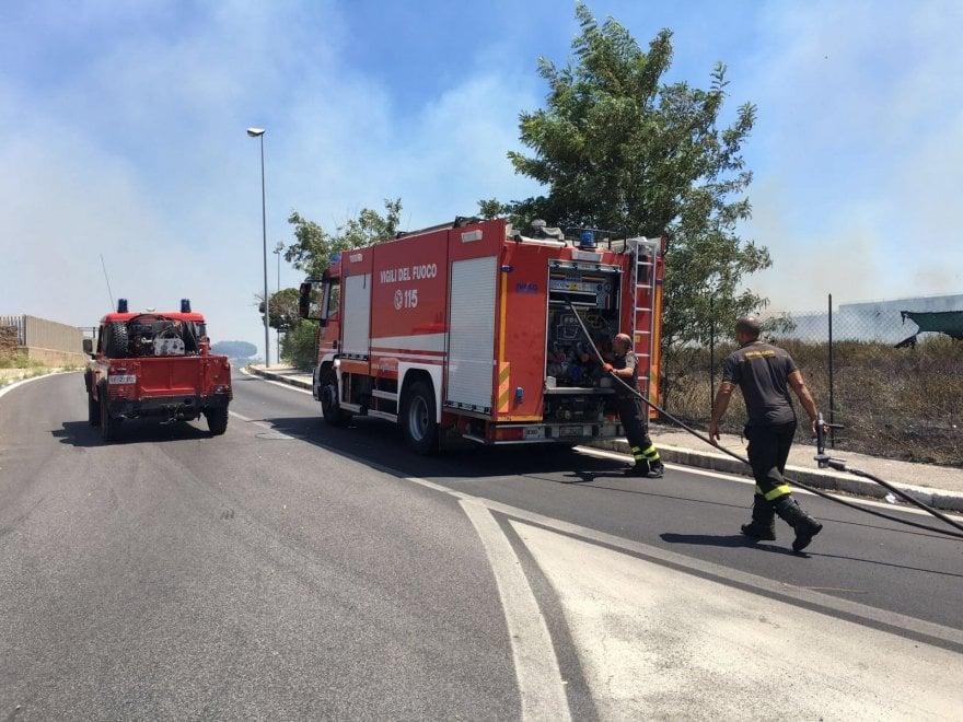 Roma, incendio a Tor Vergata: prende fuoco il campo della Giornata della Gioventù