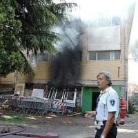 Genzano, salvati dalla polizia nell'incendio di un magazzino sotto la loro
