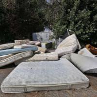 Sci, mobili, water: a Roma la discarica abusiva è meglio