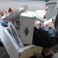 Emergenza rifiuti a Roma, le foto dei lettori/1