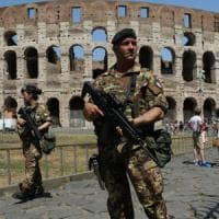 Terrorismo, rimodulato il piano sicurezza: più controlli al Colosseo, vigilanza anche per le chiese in periferia