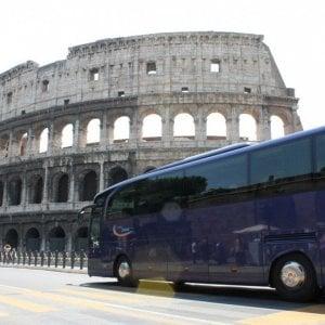 """Roma, M5S fa dietrofront sui bus turistici: """"Più controlli e monitoraggi"""""""
