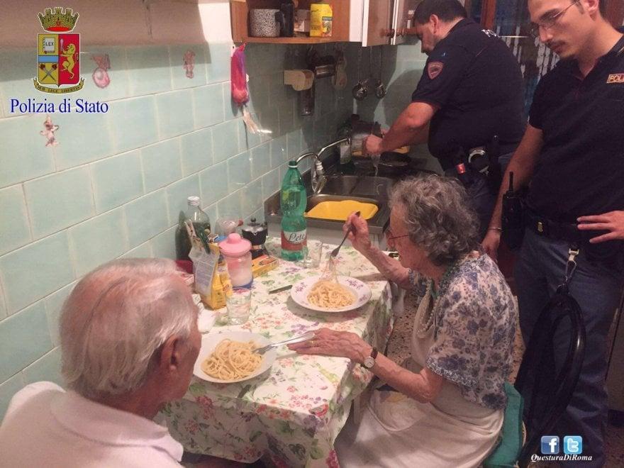 Roma, a cucinare per gli anziani soli arriva la polizia