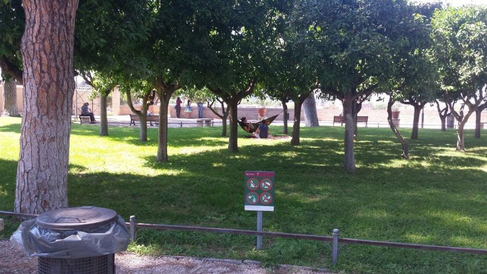 Roma al giardino degli aranci spunta l 39 amaca 1 di 1 roma - Giardino degli aranci frattamaggiore ...