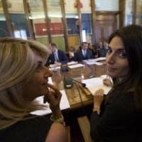 Campidoglio, stipendio record al capo di gabinetto della Raggi: bufera sulla Raineri