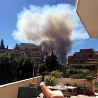 Ancora roghi a Roma, fiamme a Cinecittà est e sulla Magliana