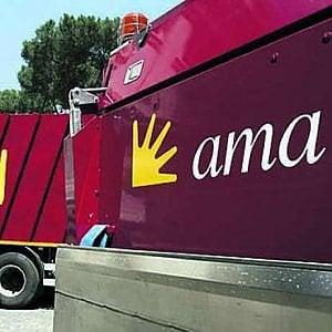 Roma, arriva il nuovo dg Ama ma è ancora scontro sui costi dello staff Raggi. I militanti 5S divisi sul web