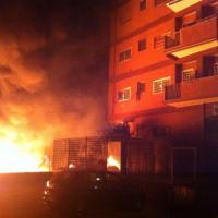Tiburtino, in fiamme un deposito di cantiere
