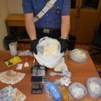 Roma, cocaina nascosta nei tubetti dei cosmetici: due arresti