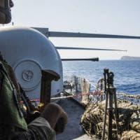 """Ventotene, il blitz di Alemanno in barca: """"No a questa Europa"""""""