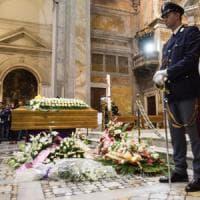 Terremoto Centro Italia, i funerali delle vittime: a Roma l'addio al figlio