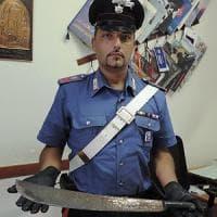 Roma, Casalotti, al culmine di una lite assalta conoscente con un machete: