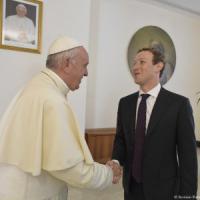 Mister Facebook a Roma, prima jogging al Colosseo poi dal papa e da Renzi