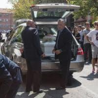 Roma, a Torre Spaccata i funerali della famiglia morta nel terremoto