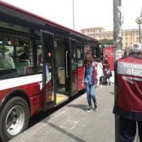 Roma, minaccia e rapina un immigrato: arrestato autista Atac