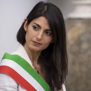 """Roma, per Raggi prima giunta dopo il caos dimissioni. """"Diamo fastidio a poteri forti. Soluzioni già oggi"""". Raineri: """"Mio addio prima della revoca"""""""