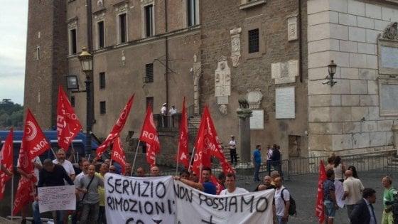 Roma, addetti rimozioni auto protestano in Campidoglio