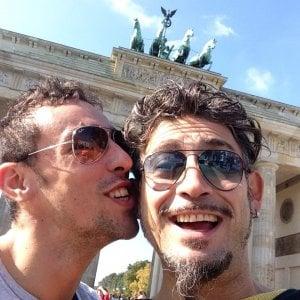 """Roma, Francisco e Luca la prima coppia unita in Campidoglio: """"La Capitale volta pagina"""""""
