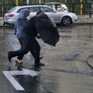 Maltempo a Roma, due uomini colpiti da un fulmine: sono gravi