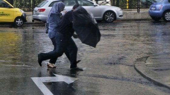 Maltempo a Roma, due uomini colpiti da un fulmine: gravi