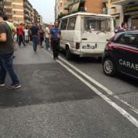 Roma, ubriaco e inseguito dai carabinieri tampona tre auto al Collatino. Investito un ragazzo