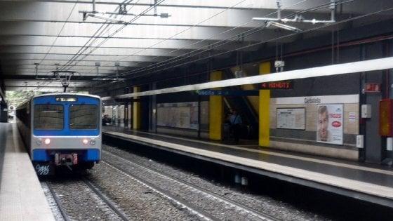 Roma, metro linea B ferma al Colosseo