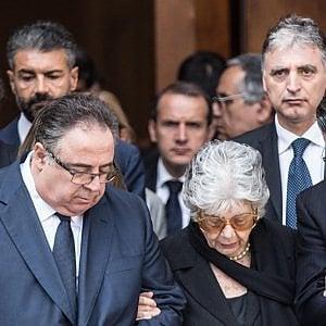 """Roma, i funerali in forma privata dell'ex presidente Ciampi: """"Un uomo così non lo scorderemo mai"""". Il cordoglio della gente comune"""