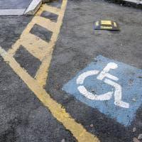 Roma, allarme e telecomando: ecco il dissuasore anti-furbetti dei parking disabili
