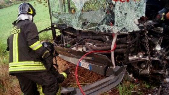 Roma, scontro tra bus e suv a Vitinia: ferito l'autista