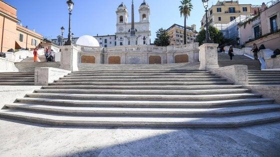 """Roma, riapre dopo il restauro la scalinata di Trinità dei Monti. Raggi: """"Non sarà chiusa la notte"""""""