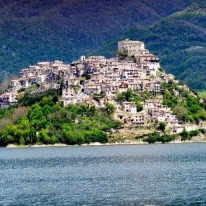 Rieti, il borgo di Castel di Tora celebra gli strigliozzi